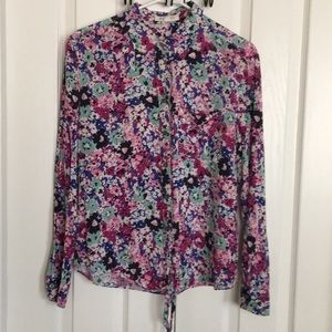 TWO by VINCE CAMUTO floral button front tie top